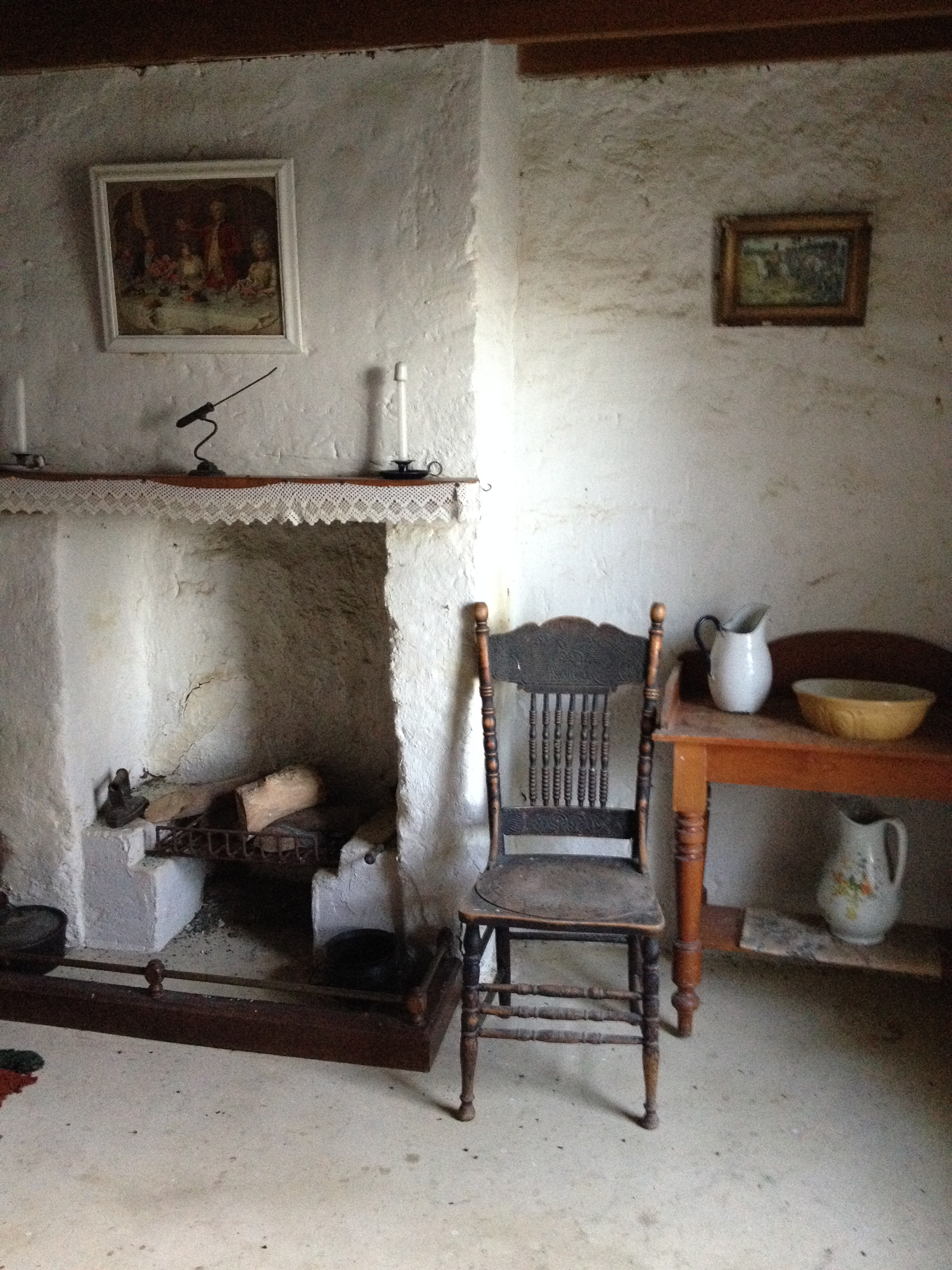 sod cottage interior.JPG