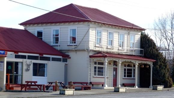 Waikaka Hotel.JPG