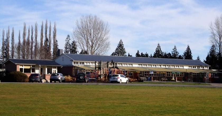 Waikaka school