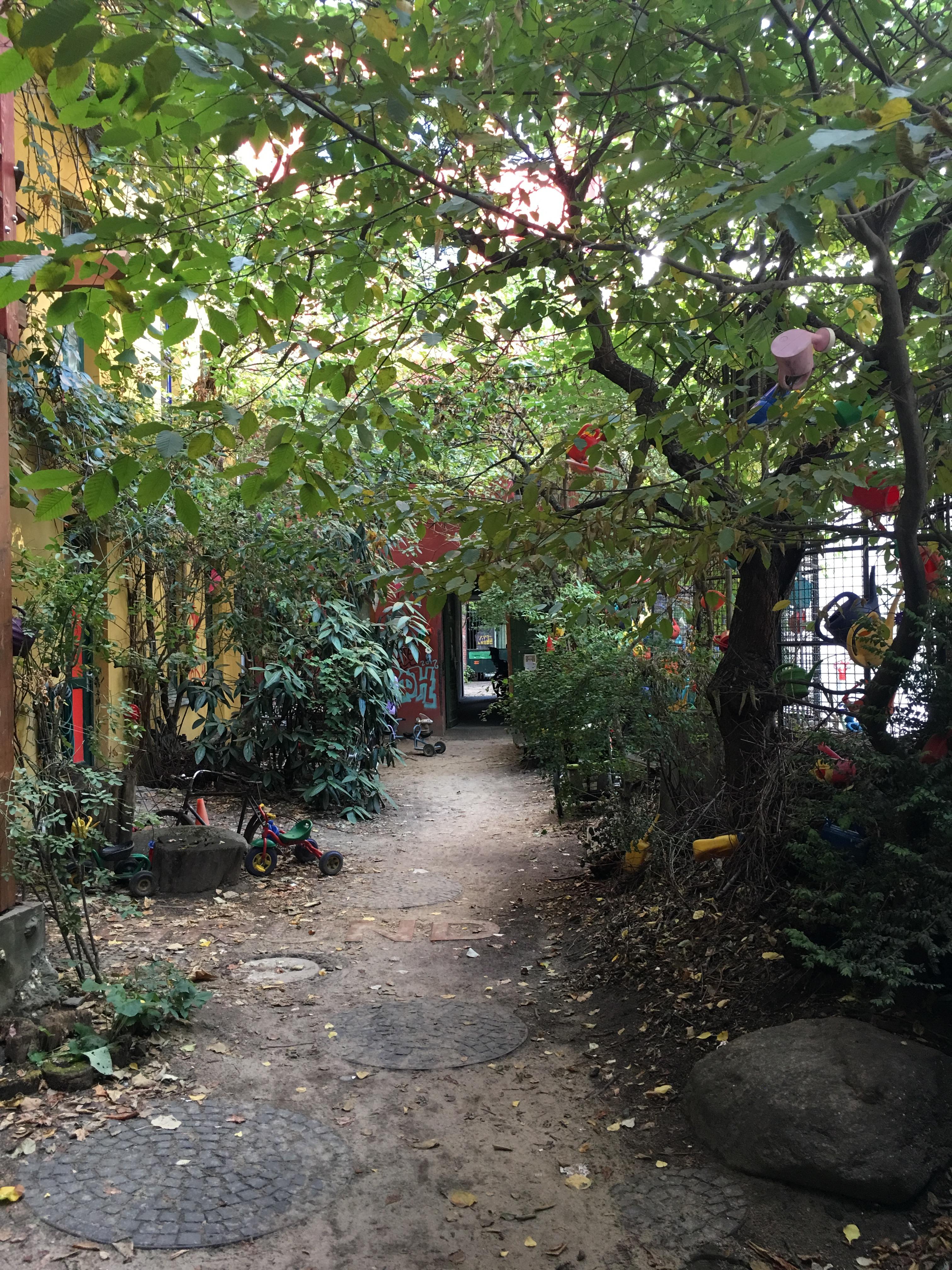 E B courtyard.JPG