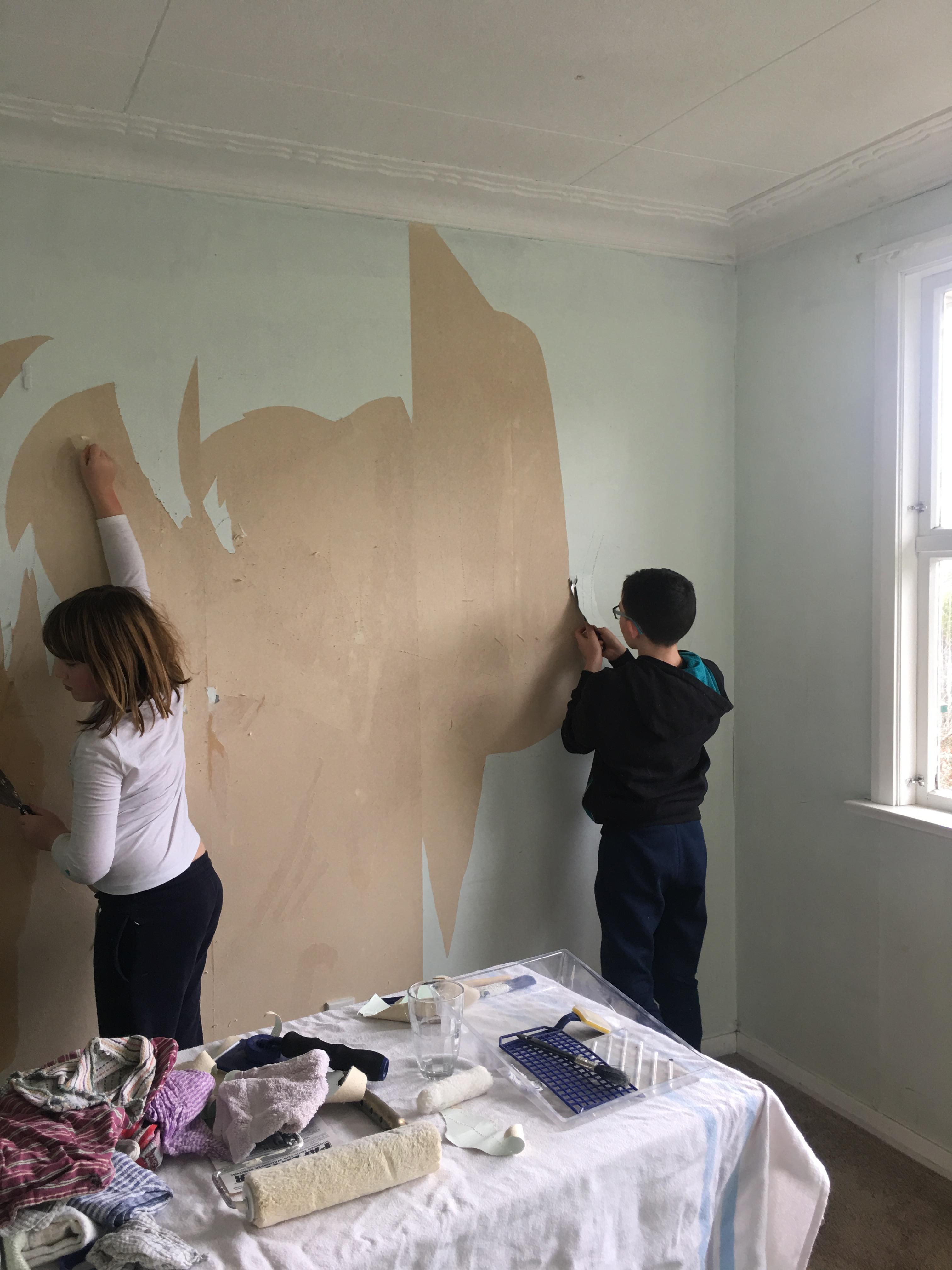 g chn scraping walls.JPG
